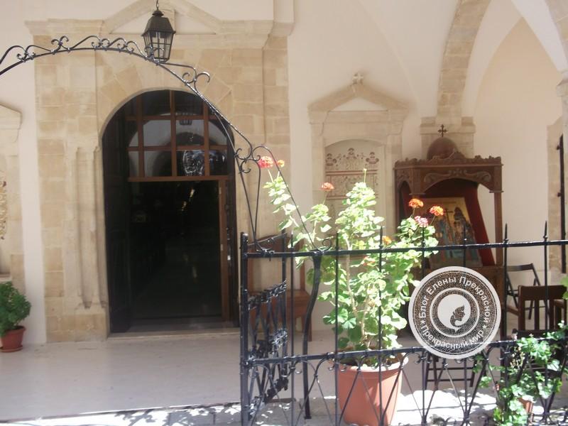 Монастырь Святого Креста в деревне Омодос