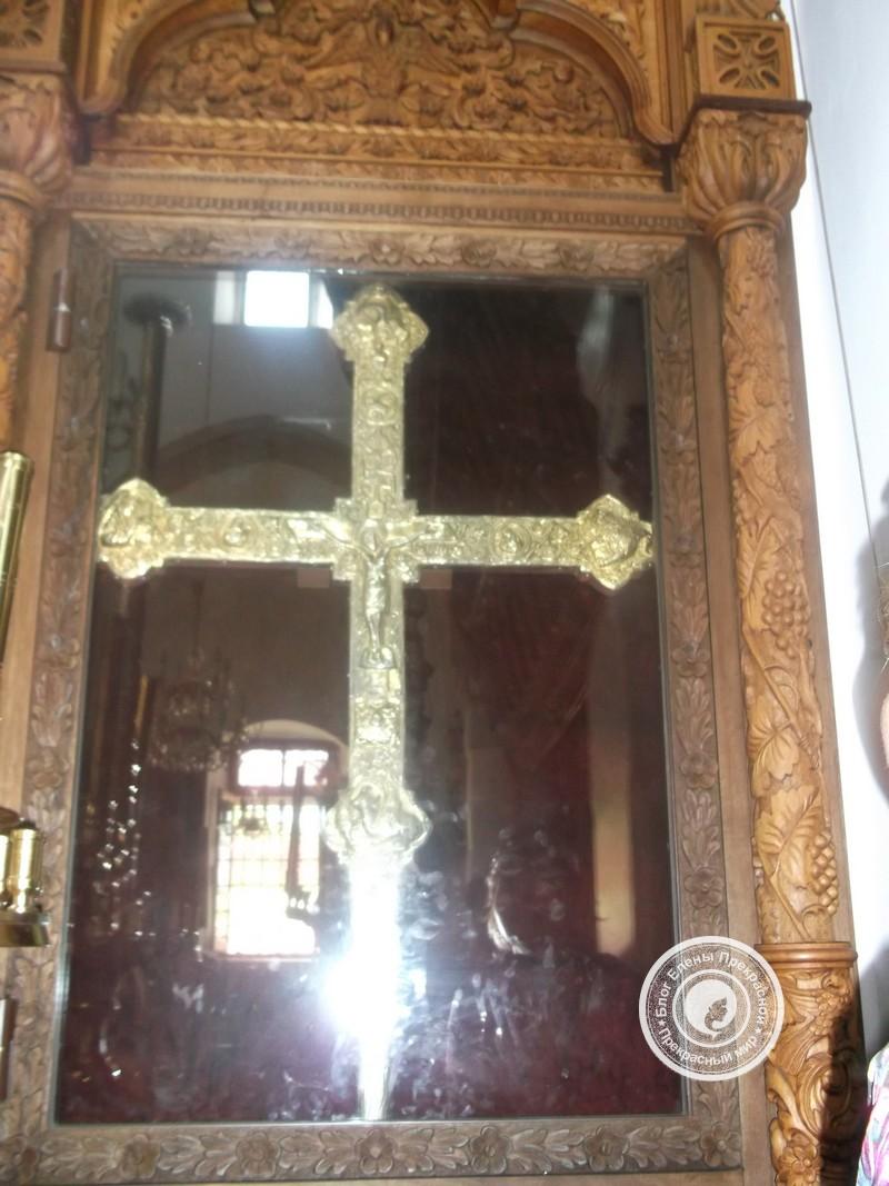 Святой крест в Храме