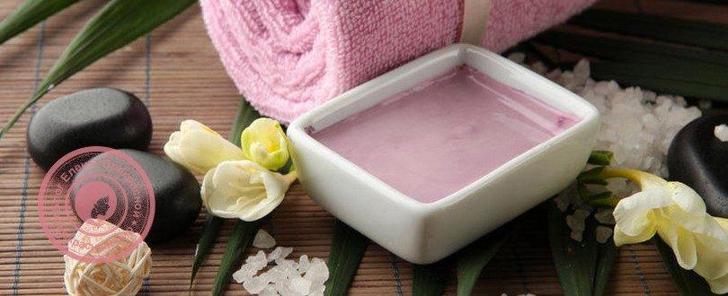 Розовая глина для лица свойства