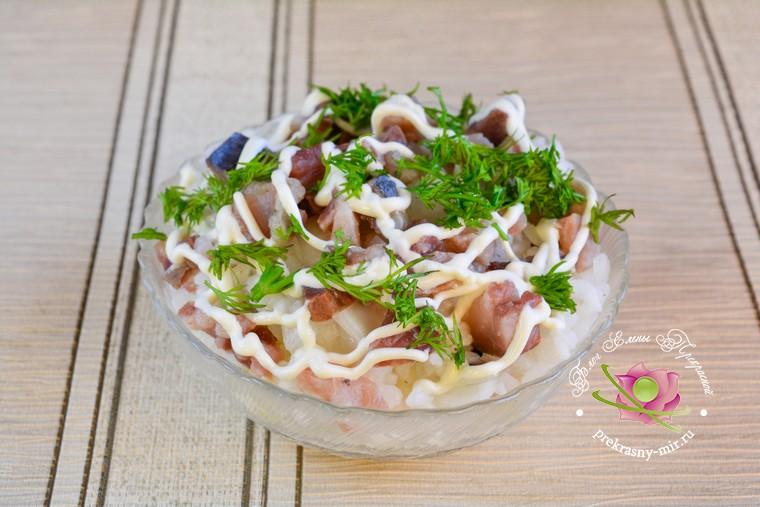 Новогодний салат с селедкой: рецепт в домашних условиях