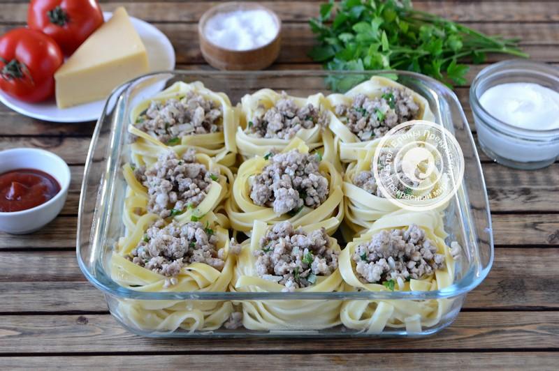 гнезда из макарон с фаршем в духовке рецепт в домашних условиях