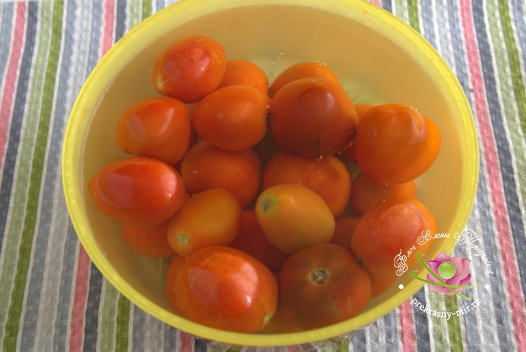 консервированные помидоры с базиликом