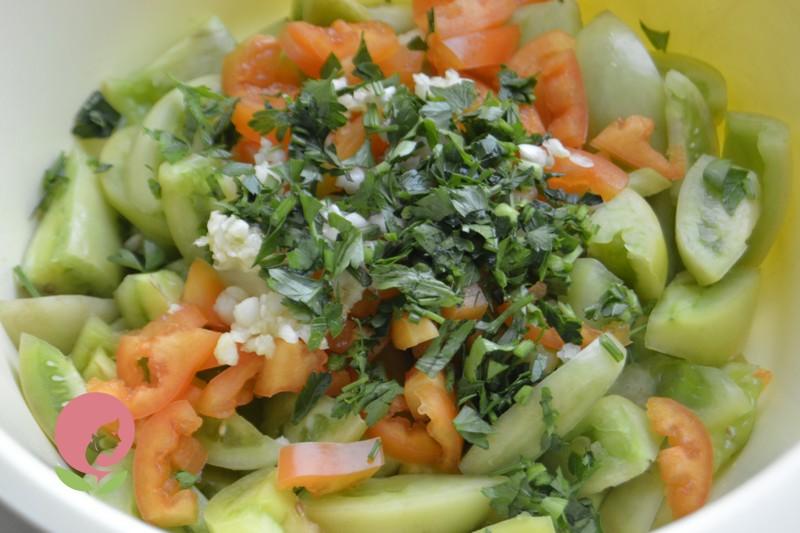 маринованный салат из зеленых помидор рецепт с фото