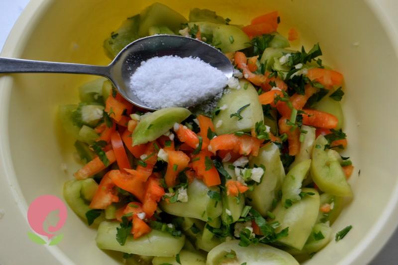 маринованный салат из зеленых помидор рецепт в домашних условиях