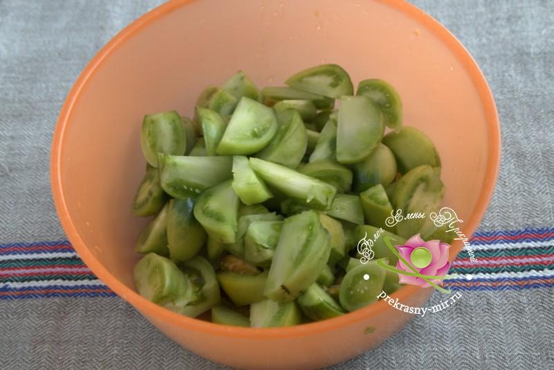 острый сырой салат из зеленых помидоров
