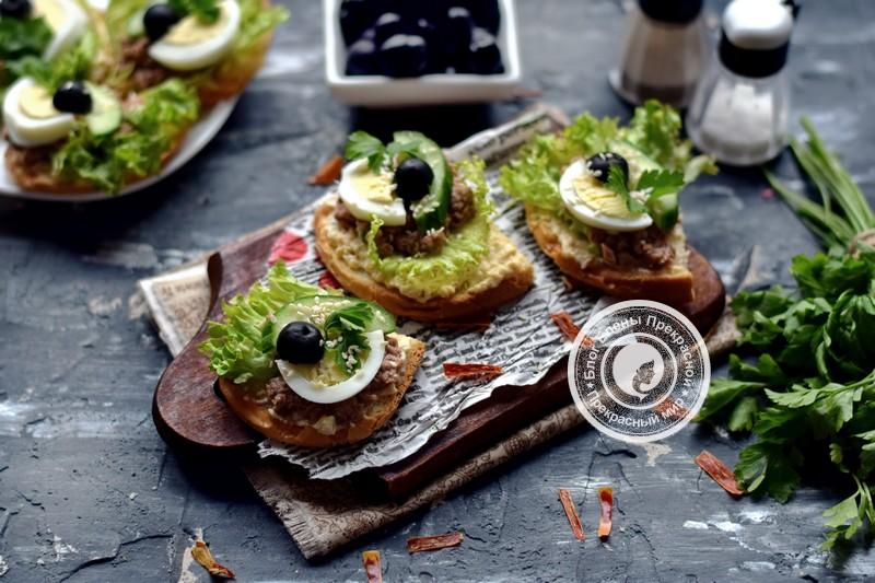 праздничные гренки с тунцом, огурцом и яйцом рецепт на праздничный стол