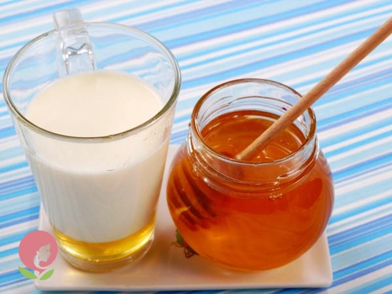 Молоко с медом от простуды
