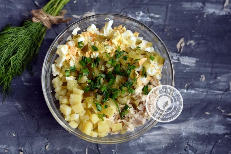 салат Оливье с курицей рецепт на праздничный стол