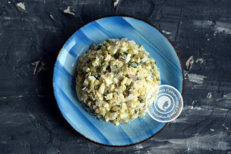 салат Оливье с курицей рецепт на в домашних условиях
