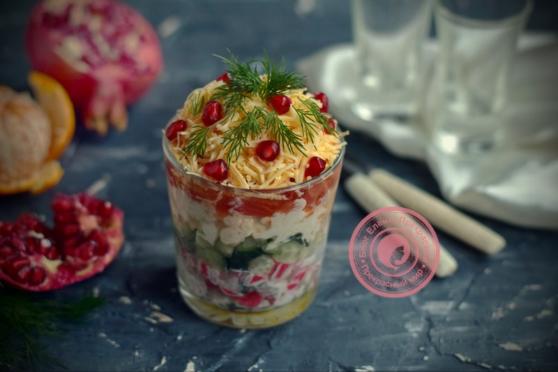 Салат с крабовыми палочками и овощами на праздничный стол: рецепт в домашних условиях