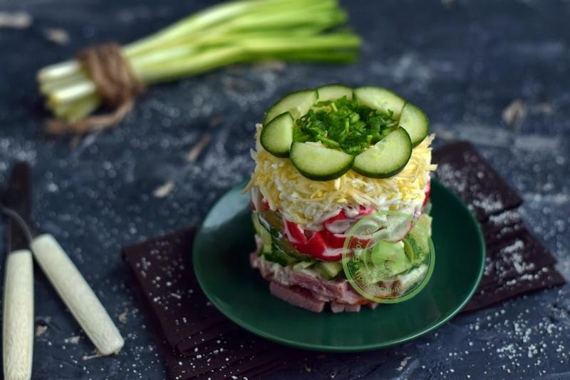 слоеный салат с ветчиной рецепт на праздничный стол