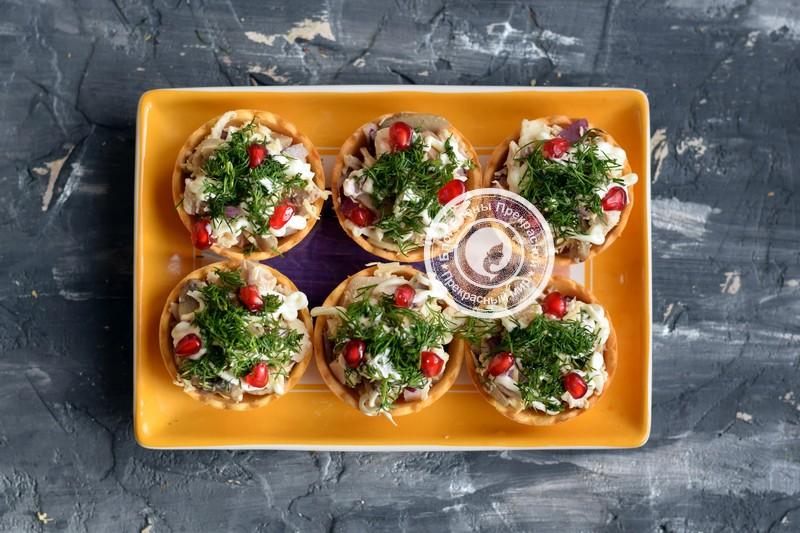 салат с курицей и грибами в тарталетках рецепт на праздничный стол