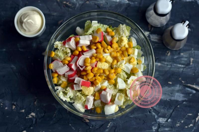 салат с пекинской капустой, ананасом и крабовыми палочками рецепт