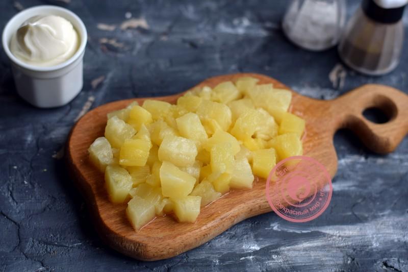 салат с пекинской капустой, ананасом и крабовыми палочками рецепт в домашних условиях