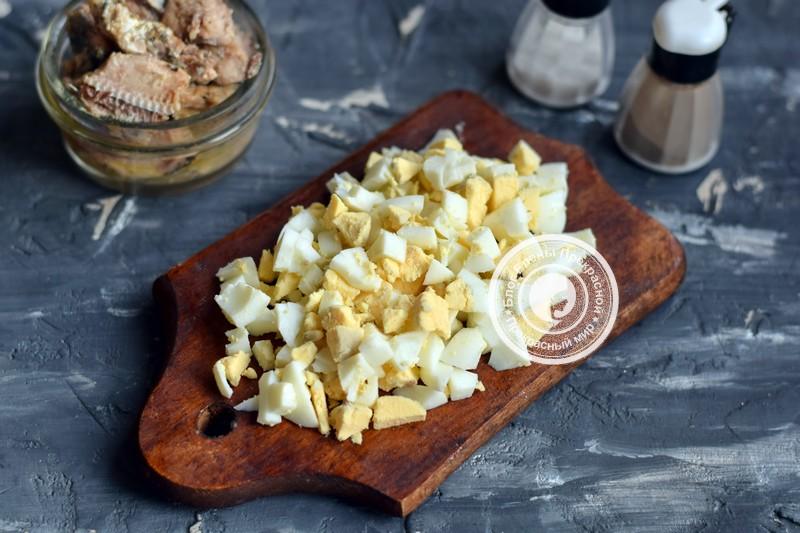 салат с сардиной с масле с горошком рецепт