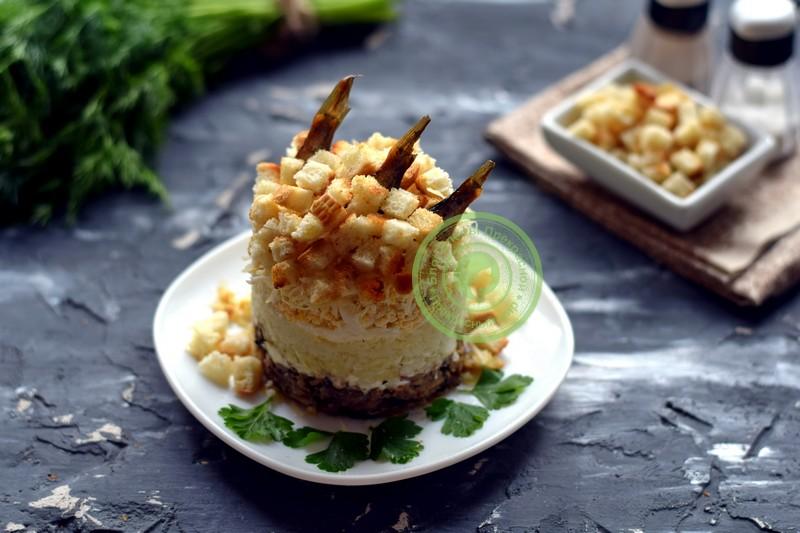cлоеный салат со шпротами и сухариками рецепт на праздничный стол