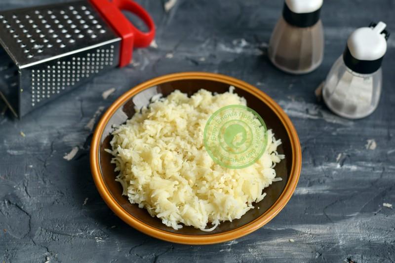 cлоеный салат со шпротами и сухариками рецепт
