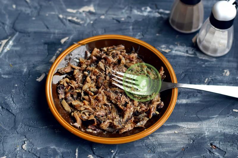 cлоеный салат со шпротами и сухариками рецепт с фото