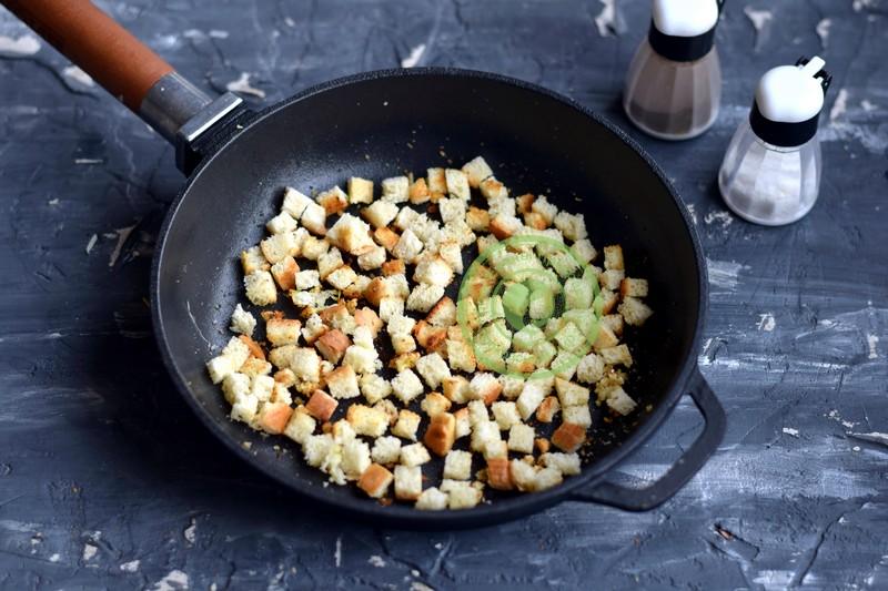 cлоеный салат со шпротами и сухариками рецепт на праздник