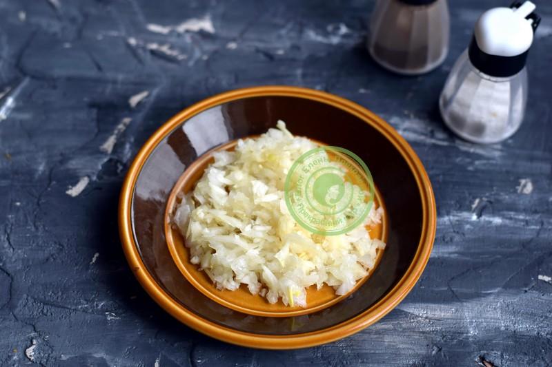 cлоеный салат со шпротами и сухариками рецепт в домашних условиях