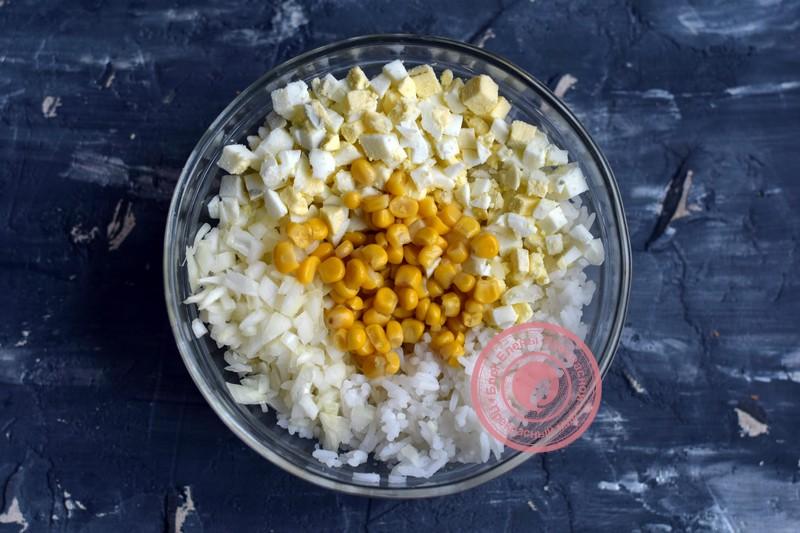 салат с тунцом, кукурузой и рисом рецепт в домашних условиях