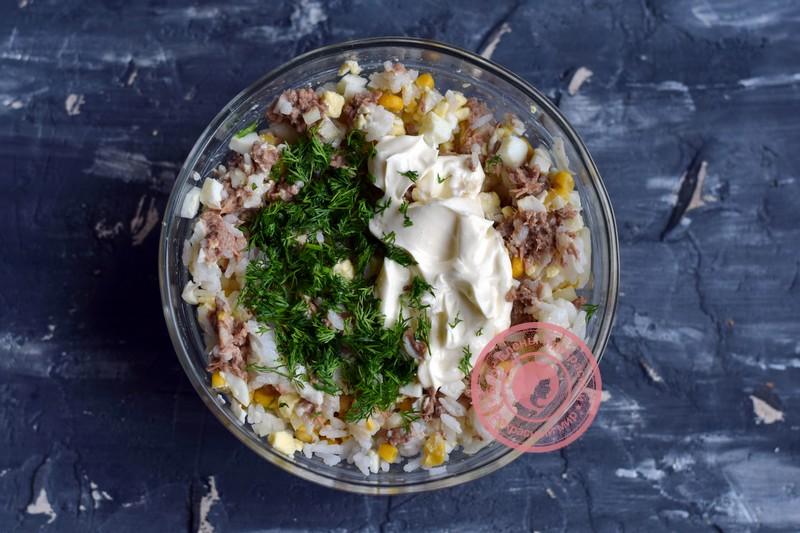 салат с тунцом, кукурузой и рисом рецепт на праздничный стол