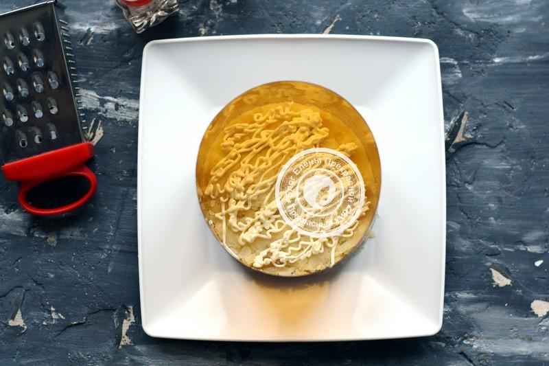 Слоеный салат с печенью трески рецепт в домашних условиях