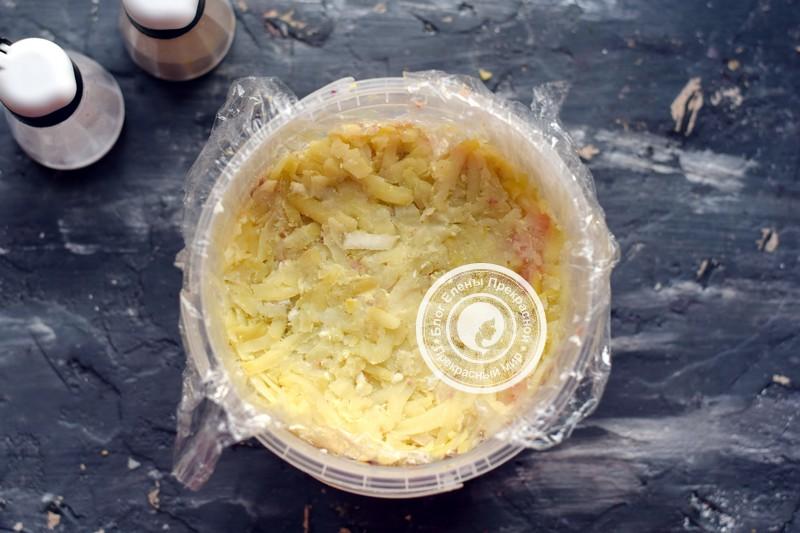 Слоеный салат с куриной печенью рецепт на новый год
