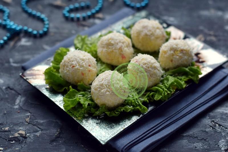 закуска в виде шариков Новогодние снежки рецепт на праздничный стол