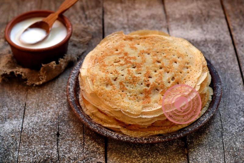 Блины с дырочками на айране: рецепт на Масленицу на праздничный стол