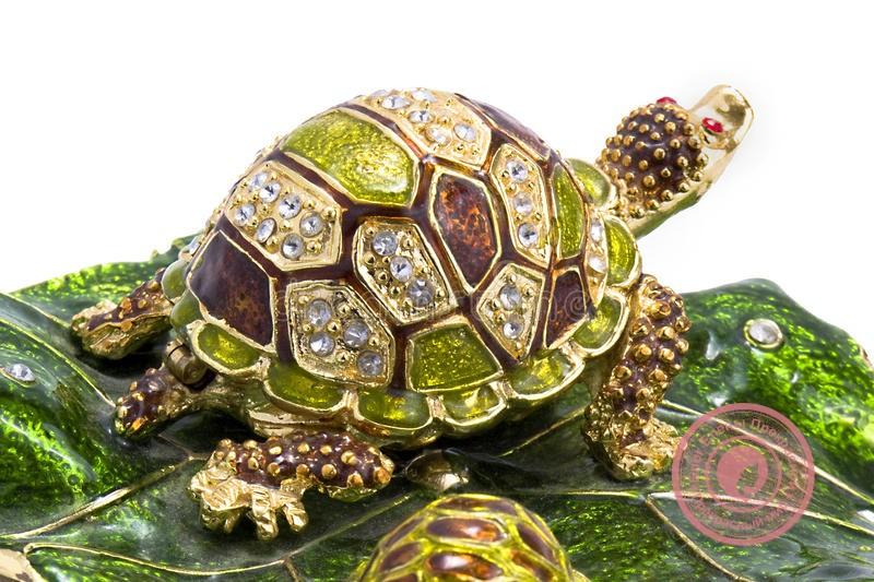 что символизирует черепаха по фен шуй: куда ставить