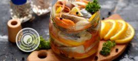 Маринованная сельдь с соевым соусом, лимоном и овощами: рецепт