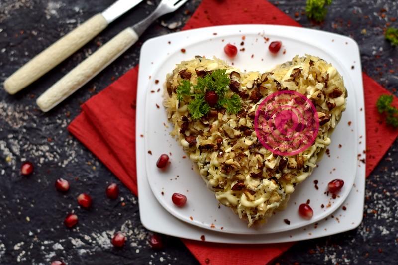 салат с грецкими орехами в виде сердца рецепт на праздничный стол на день святого валентина
