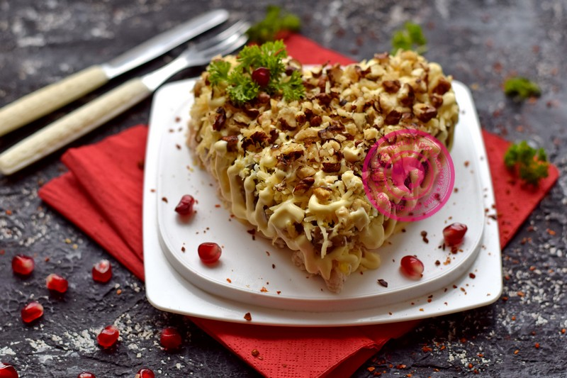салат с грецкими орехами в виде сердца рецепт