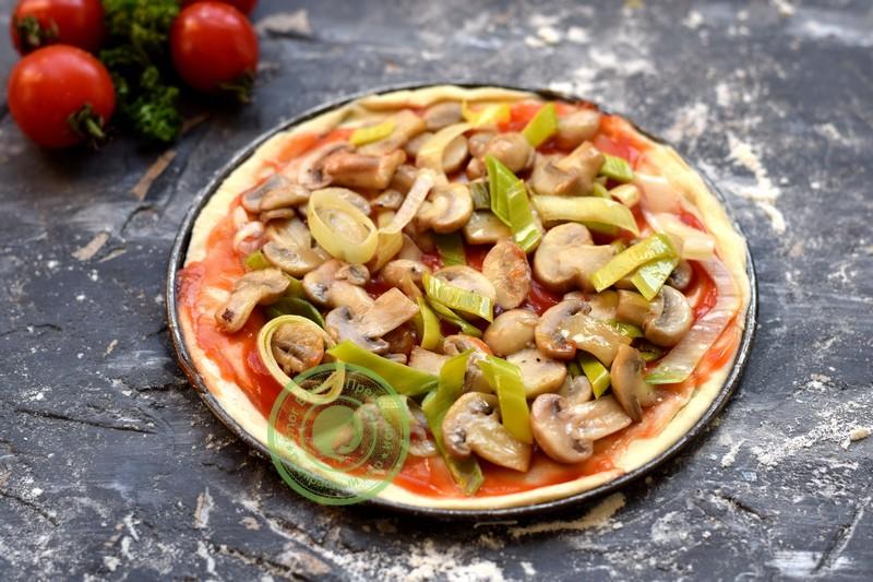 Овощная пицца с грибами и моцареллой рецепт в домашних условиях