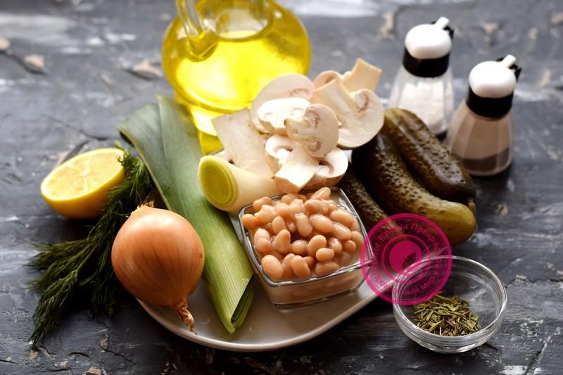 постный салат с фасолью и грибами