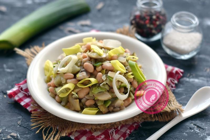 Постный салат с фасолью и грибами в домашних условиях: рецепт на праздничный стол