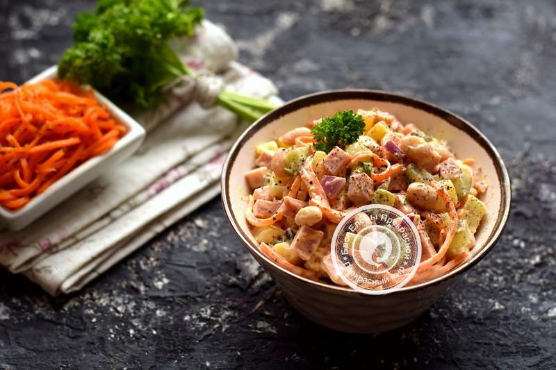 Салат с корейской морковью, вареной колбасой и фасолью на праздничный стол: рецепт в домашних условиях