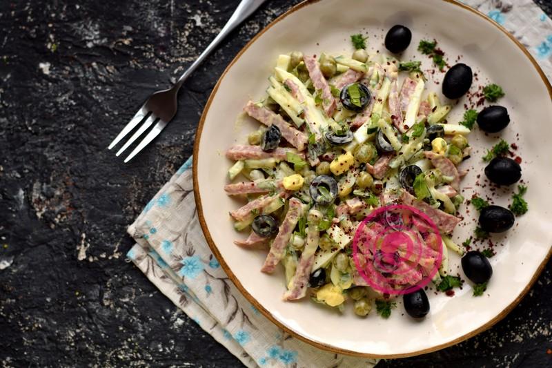 Праздничный салат из маслин