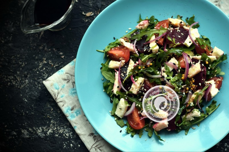 Салат со свеклой, моцареллой и рукколой рецепт на праздничный стол