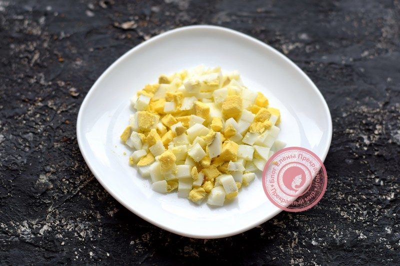 Салат со свежем огурцом, сельдью и зеленым горошком рецепт с фото