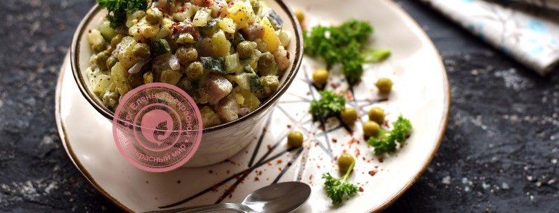 Салат со свежем огурцом, сельдью и зеленым горошком рецепт в домашних условиях