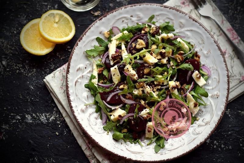Салат со свеклой и орехами под медово-горчичной заправкой: рецепт на праздничный стол