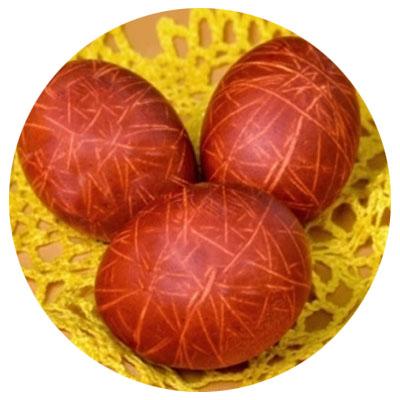 покрасить яйца нитками