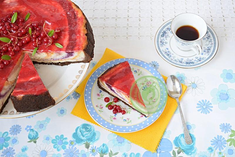 чизкейк с фруктами и ягодами