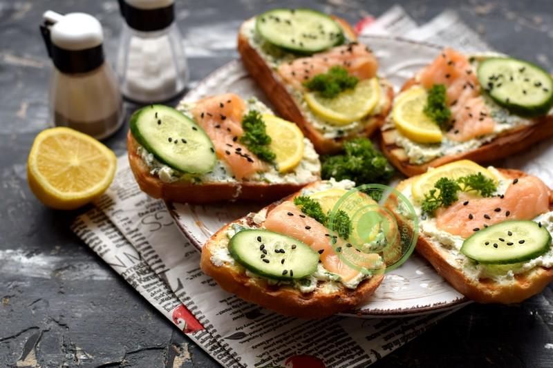 праздничные гренки с лососем рецепт в домашних условиях