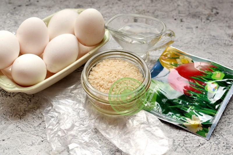 Покраска яиц рисом