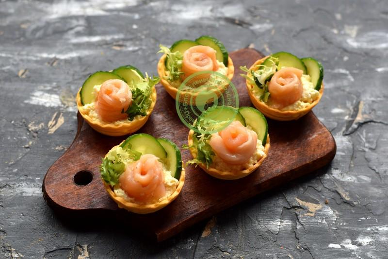 Закуска розочки из красной рыбы: рецепт в домашних условиях