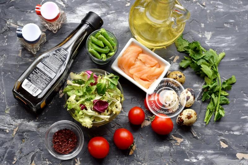 салат с перепелиными яйцами и лососем