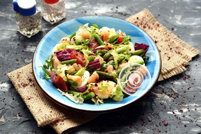 Салат с перепелиными яйцами и лососем на праздничный стол: рецепт в домашних условиях